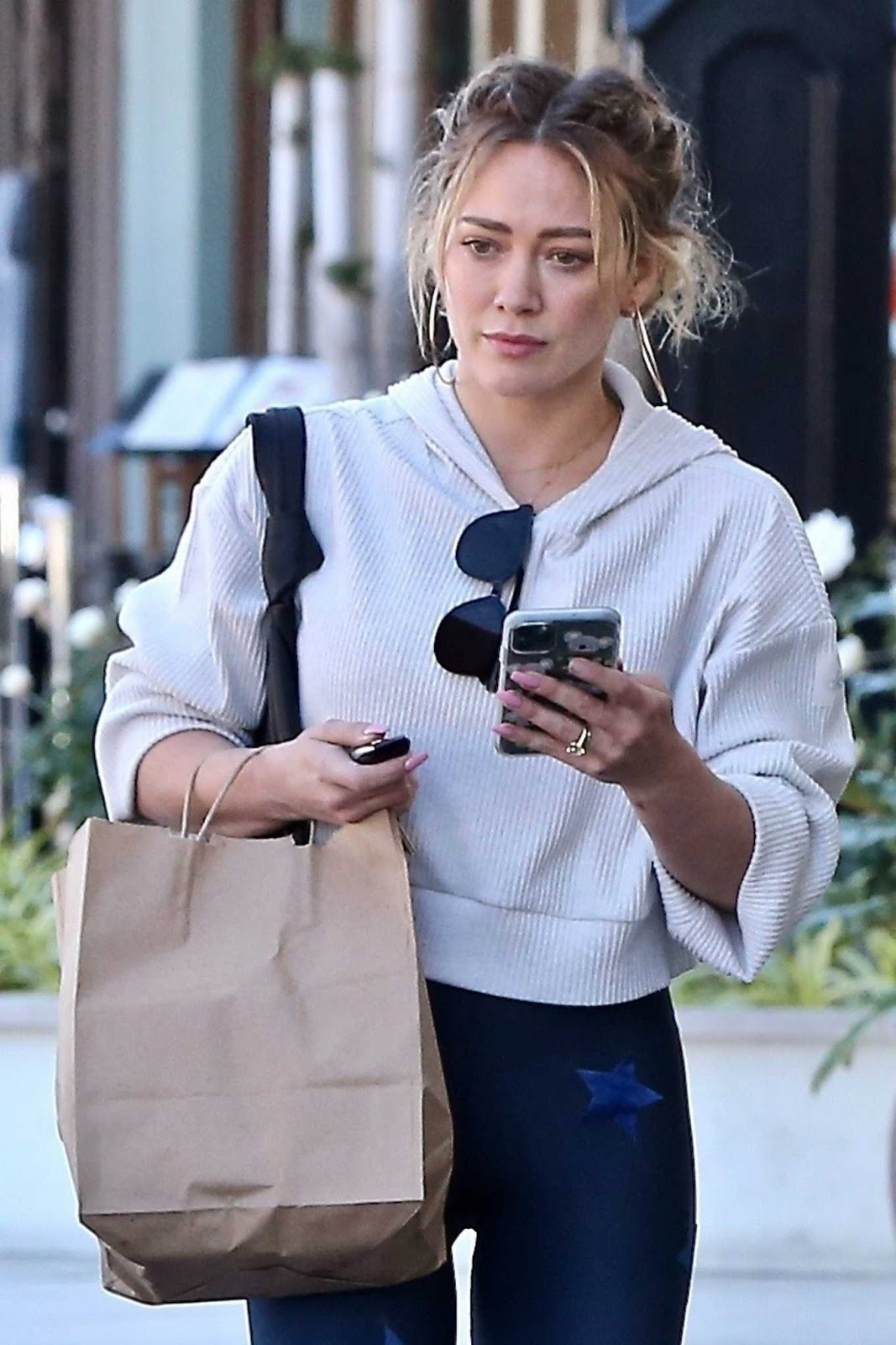 Hilary Duff spotted with a new hairstyle