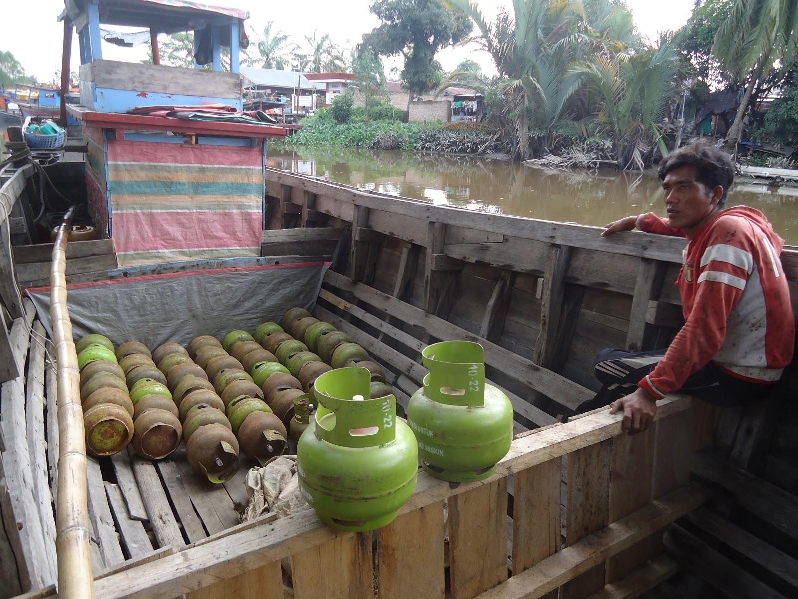 Tabung gas elpiji 3 kg yang dibawa naik kapal saat diamankan polisi.