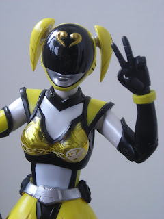 SH Figuarts Akiba Yellow 02