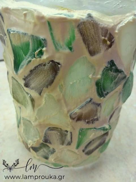 Στοκάρισμα βάζου με γυαλάκια από την θάλασσα