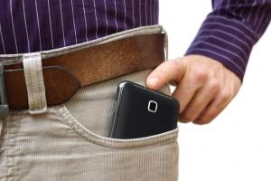 Apa Bahayanya Menaruh Ponsel Pada Saku Celana dan Saku Dada ?