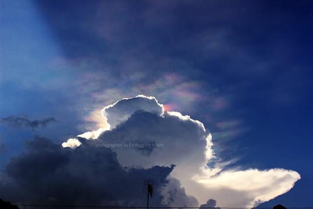 Fire rainbow dihiasi ROL di atas langit Tasikmalaya