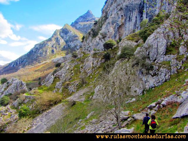 Ruta al Pico Gorrión: Sendero armado tras Cueva Furada