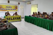 Kapolres Apresiasi Personil Polres Kepulauan Selayar Dan TNI Saat Melaksanakan Tugas Pengamanan Pilkada