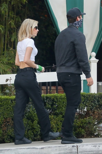Sarah Snyder – Seen with a mystery man at San Vicente Bungalows in West Hollywood