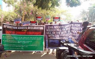 Fake group stage protest at EFCC against Senator Akpabio*
