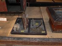 枚方宿・鍵屋資料館 柱上部の切り落とし 揚戸用の滑車 胴差し(2通り)の柱(ほ2)側の仕口