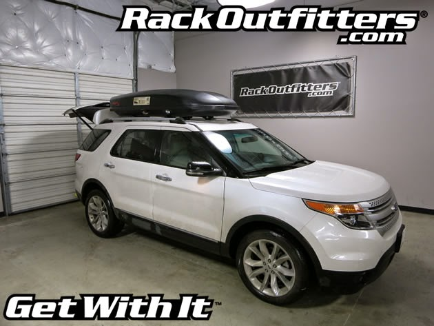 Ford Explorer With Yakima Skybox 18 Carbonite
