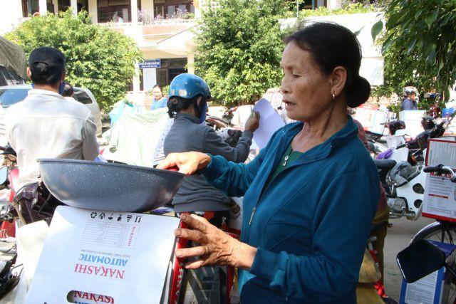 Người dân Quảng Ngãi bức xúc vì mua phải hàng kém chất lượng