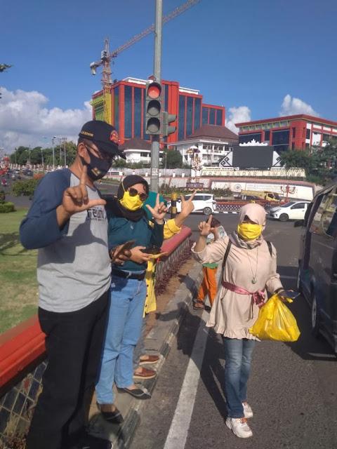 Kampanye Melawan Covid-19 Pendukung Ike-Zam,Turun Kejalan Aksi sosial  Bagikan Masker Gratis