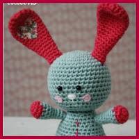 Conejo corazón amigurumi
