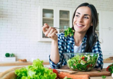 Makan Sayur Hijau