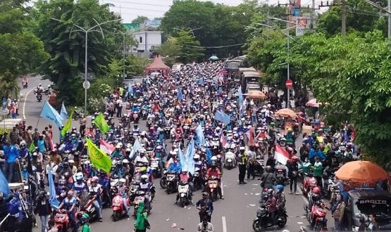 Ribuan Massa di Surabaya Gelorakan Mosi Tidak Percaya pada Pemerintah dan DPR