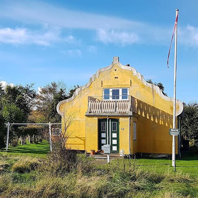 Urlaub auf Fanø mit Kindern: 12 Ausflugstipps für das wunderschöne Sønderho. Nicht nur wegen der historischen Häuser lohnt sich ein Ausflug nach Sönderho!