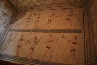 Jeunes filles en bikini, Piaza Amerina