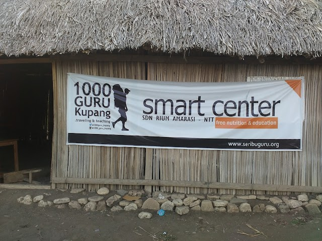 Berbagi Makanan Bergizi di Smart Center SDN Rium oleh 1000guru Kupang