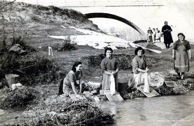 mujeres-lavando-en-el-rio