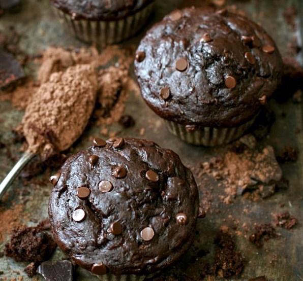 HEALTHY DOUBLE CHOCOLATE ZUCCHINI MUFFINS #healthydesserts #veggies