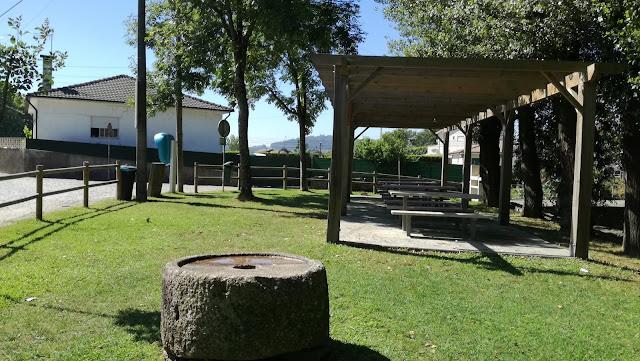 Zona do Parque de merendas com relvado