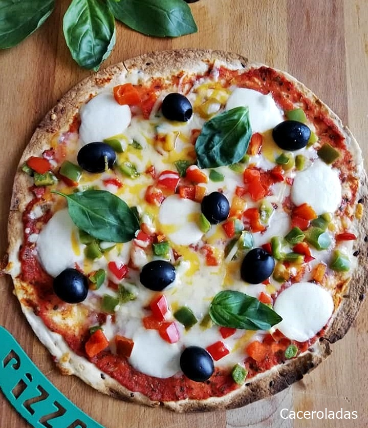 Pizza con tortillas de trigo mas ligera y rápida