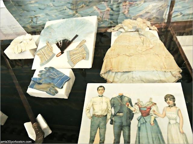 Muñecos de Papel en la Mansión de John Brown, Providence