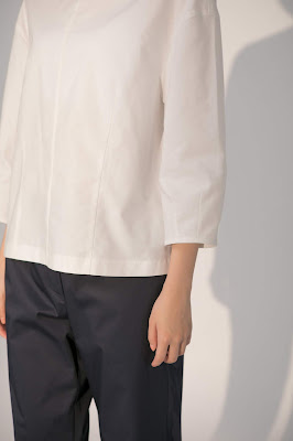 淡色女子小圓領繭型上衣