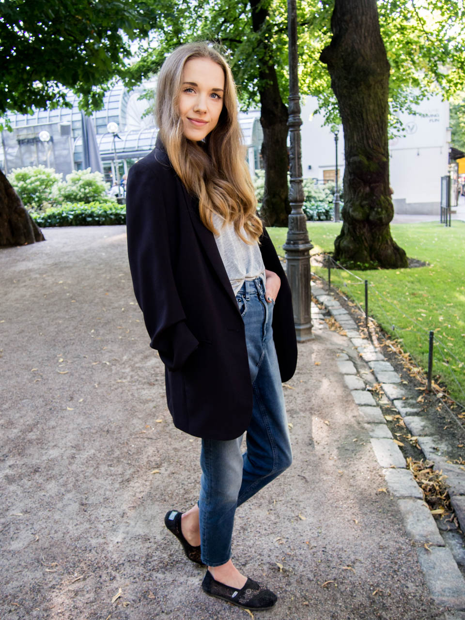 fashion-blogger-outfit-inspiration-mom-jeans