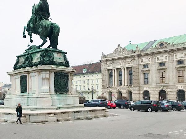 Spazieren durch Wien im Hochnebel - Lockdown - Vorweihnachtsglanz
