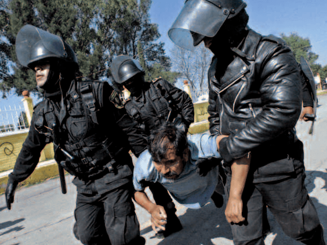 Policias fabrican delito a ciudadano y va al Reclusorio