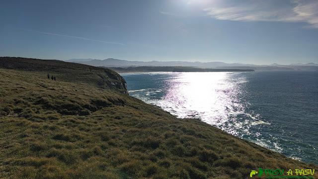 Senda camino a Xagó pegada al mar