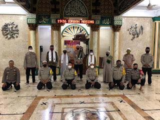 Direktur Pembinaan Masyarakat Polda Metro Jaya Sholat Maghrib di Masjid Jami Nurul Mubin