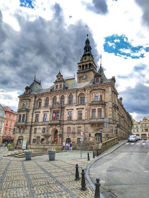 Ratusz miejski w Kłodzku, siedziba władzy, starówka