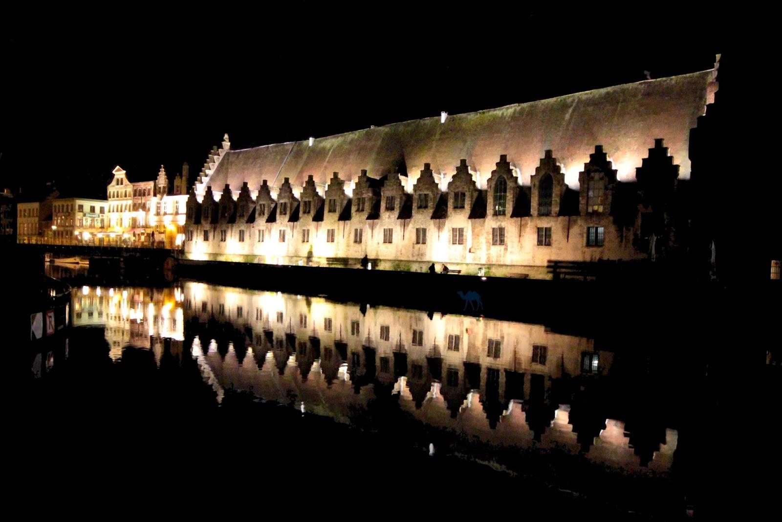 Le Chameau Bleu - Gand By Night - Groentenmarkt Belgique