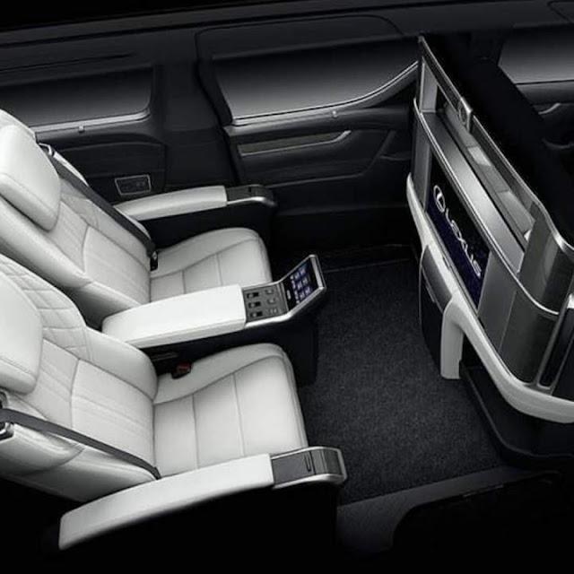 Interior Lexus LM 300