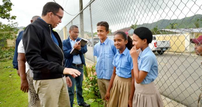 Ministro Navarro llama a la comunidad educativa a integrarse a la docencia este lunes