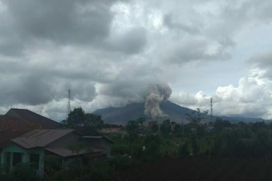 Guguran abu Gunung Sinabung capai 1.000 meter