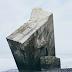 Ember Kosong dan Batu Besar