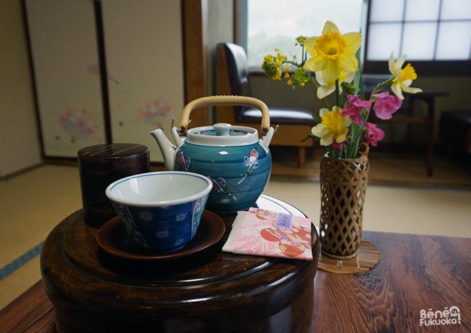 Service à thé et ikebana, Hana Ryokan Iwatoya