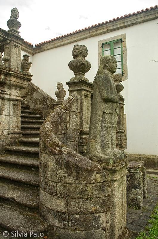 Escalinatas de entrada a Mariñán
