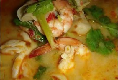 ประเทศไทย ต้มยำกุ้ง (Hot and Sour Shrimp Soup)