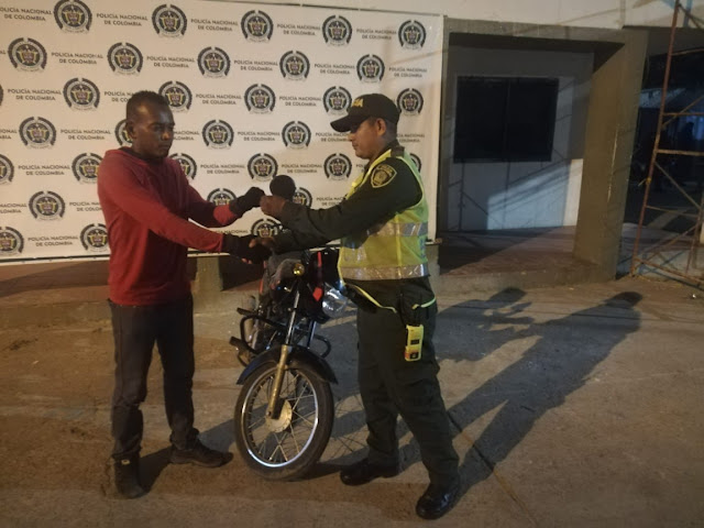 En minutos Policía recuperó moto robada en Maicao.