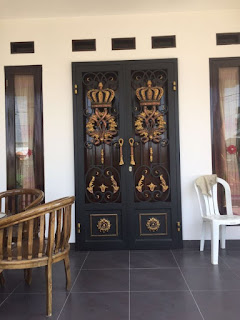 pintu besi tempa antik