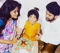 megha aakash childhood photos with here mother and father