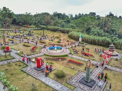 """Merapi Park """" The World Landmarks""""."""