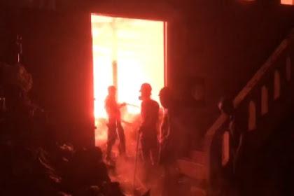 Toko perabotan kebakaran di pati