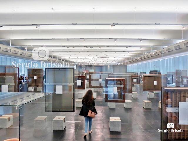 Pinacoteca e cavaletes de cristal - MASP (vista invertida)