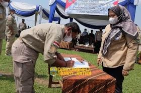 Bupati Masnah Kukuhkan Forum Komunikasi Kepala Desa kecamatan Jaluko periode 2021 - 2024