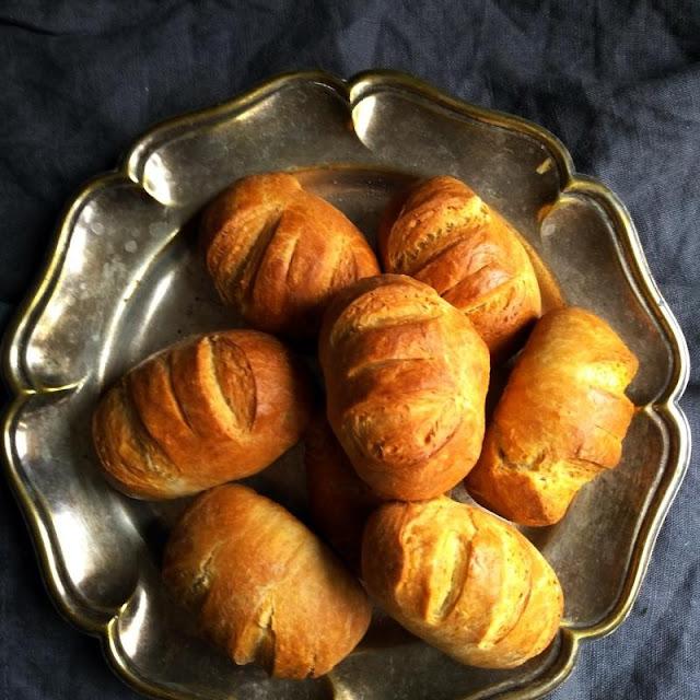 Bułki mleczne - wypiekanie na śniadanie