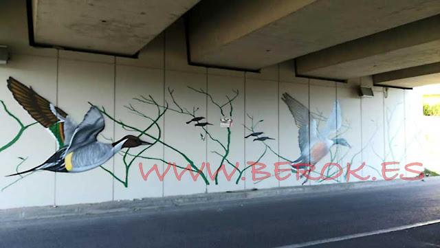 Graffiti de pájaros realistas en puentes de Cubellas