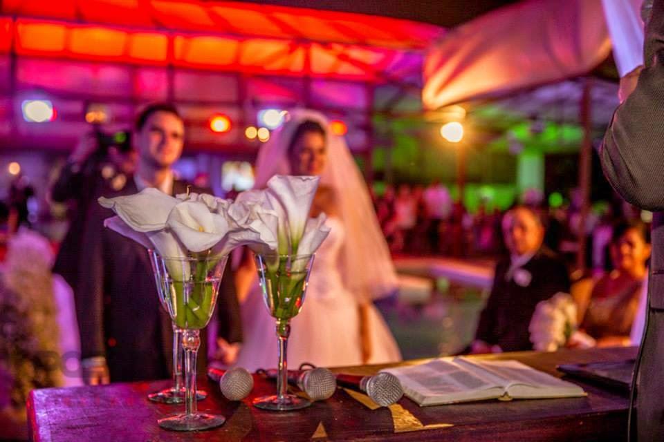 princesa-vestido-vera-wang-cerimonia-noivos-flores
